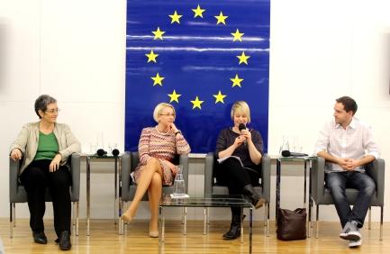 Ulrike Lunacek (MEP, Greens), Angelika Mlinar (MEP, ALDE), moderator, Stefan Schnöll (ÖVP, International Commission of Junge). Photo: Tara McLeod Williams